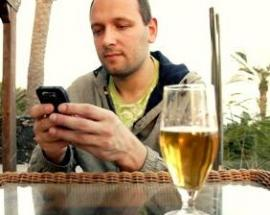 Results of a Pilot Test of a Self-Administered Smartphone-Based Treatment System for Alcohol Use Disorders: Usability and Early Outcomes